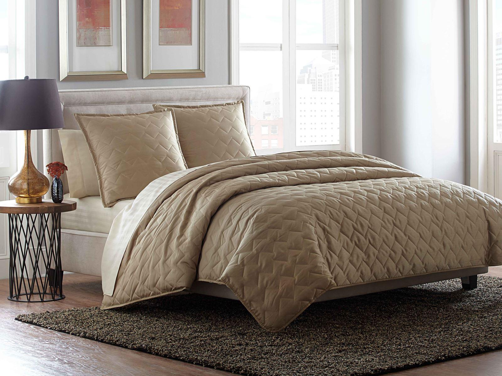 cosmopolitan 3pc bedding set by aico