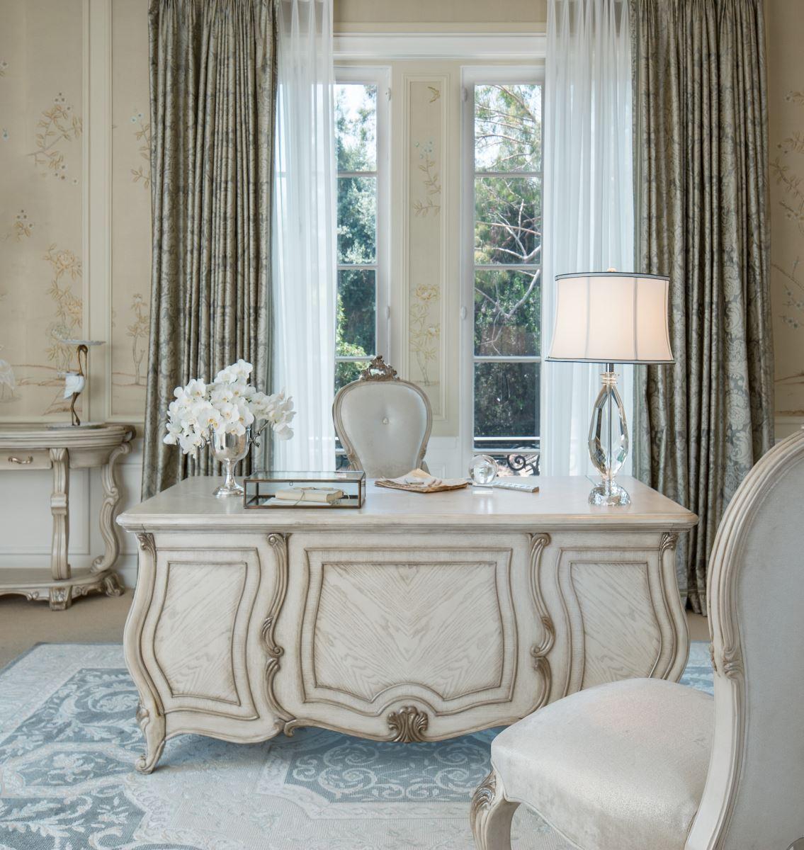 Executive Dining Room: Platine De Royale Executive Desk